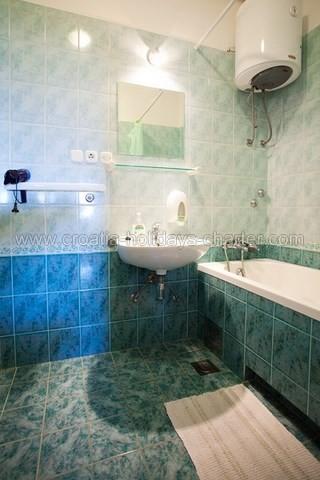 Apartments komiza vis 2 affito appartmenti e case for Soggiorno in croazia